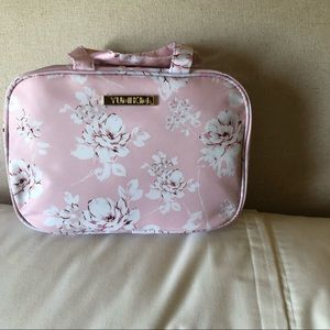 NWT Yumi Kin Rose Cosmetic Case